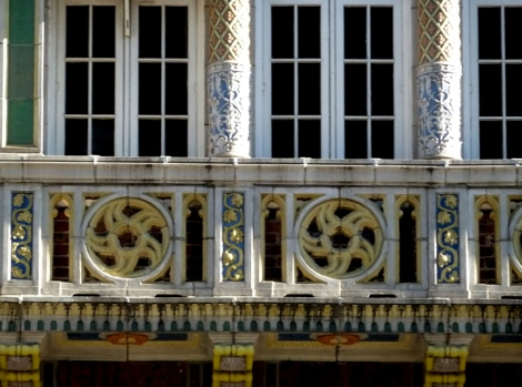 Detail of the faux loggia at 39 Fifth Avenue.