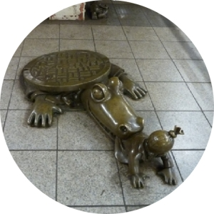 Subway Art Tou, Walk About New York, Tom Otterness, Bronze sculpture, Whimsy, Amusing, Sewer, Manhole Cover, Alligator, crocodile