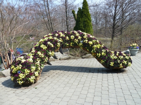 New York Botanical Garden, everett childrens' garden, adventure, worm topiaries