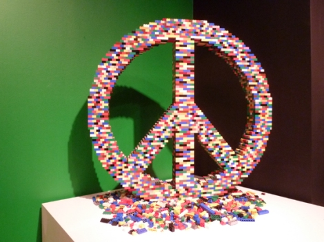 Lego, Nathan Sawaya, Discovery Center, Times Square, peace symbol