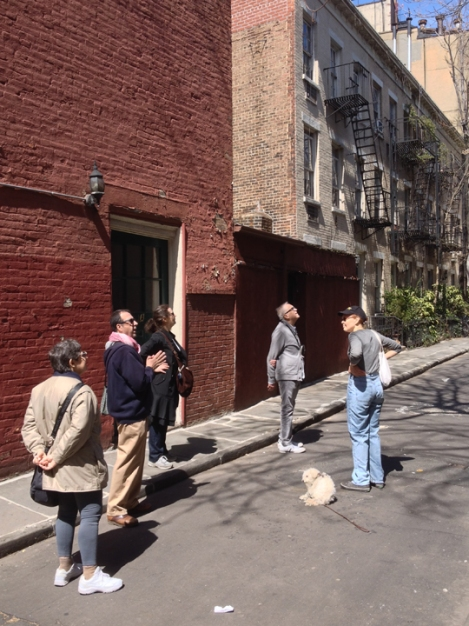 Patchin Place, Greenwich Village, e.e. cummings, dead end, tour group