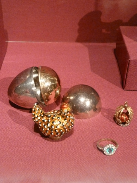 Fabergé egg hunt, gold, hen,, crown, April, Easter egg, Metropolitan Museum of Art