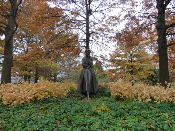 Riverside Park, Eleanor Roosevent, Autumn, Fall, Bronze