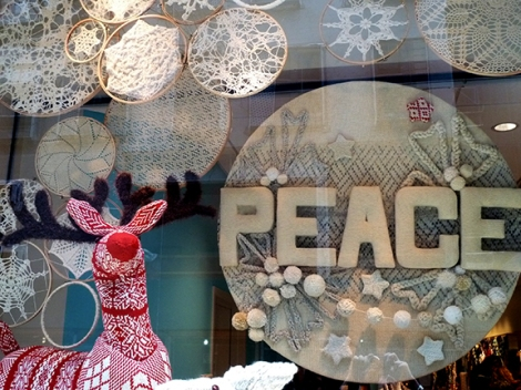 Lion Brand Yarn, Window Display, Reindeer, Christmas, Snowflakes, Star of David, New York, West 15th Street, Knit, Crochet, Yarn