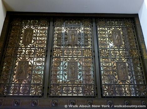 Brooklyn, Dime Savings Bank of Brooklyn, Dime Savings Bank of New York, DeKalb Ave., Banking, Bank, New York City Landmark, Landmark, Guides Association of New York,