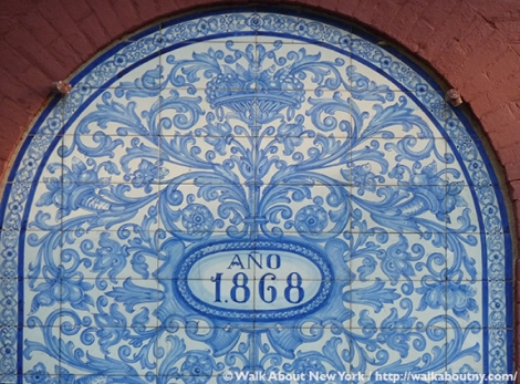 88 Perry Street, Little Spain, Perry Street, Greenwich Village, Bleecker Street, azulejo, tiles, 1868, Greenwich Village Walking Tour, mural, Landmarks Preservation Commission, Walk About New York, Spain