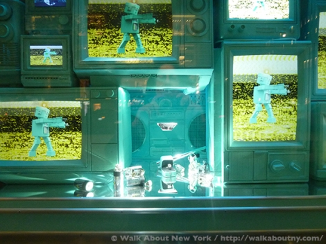 Bloomingdales, Bergdorf Goodman, Tiffany & Co., Saks Fifth Avenue, Christmas, Holiday Windows, Fifth Avenue, Macy's, Candy, Chocolate, Confections, Goodies, Grinch, Snow Pal, Snowflakes, Jewelry, Diamonds
